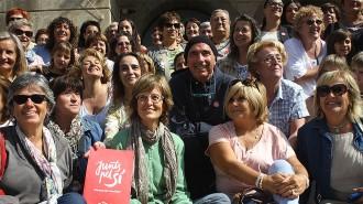 Vés a: Lluís Llach s'envolta de dones al «bressol de la Catalunya independent»