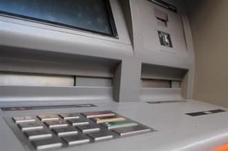 En quins bancs es poden treure diners a l'estranger sense comissions?