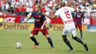 Un Barça amb poca sort no aconsegueix remuntar el Sevilla (2-1)