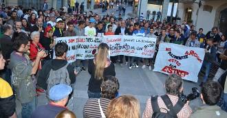 Unes 300 persones es concentren a Manresa en suport al centre de menors  de Sant Salvador de Guardiola