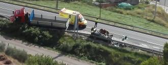 Un cardoní de 27 anys mor en un xoc entre dos cotxes i un camió a la C-55