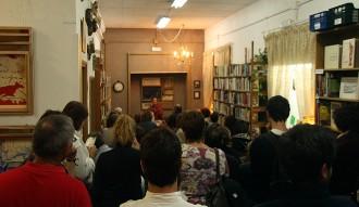 La poesia omple de gent la Llibreria Papasseit