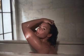 La cantant Demi Lovato es mostra sense maquillatge ni retocs per animar a perdre els complexos