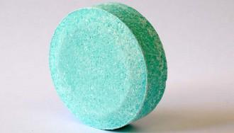 Vés a: Creen una «pastilla» de clor que espanta els mosquits de la piscina i la desinfecta
