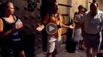 VÍDEO Espectacular improvisació d'un turista cantant òpera a Barcelona