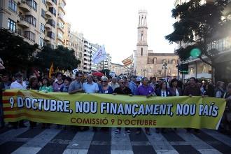 Vés a: Milers de valencians surten al carrer per reclamar un nou finançament