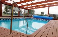 Un veí de Cantonigròs cedeix la seva piscina privada climatitzada per a ús públic