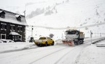 La neu obliga a circular amb cadenes per accedir al Port de la Bonaigua