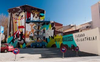 Un gran mural promociona Sant Joan de les Abadesses a tocar de la carretera