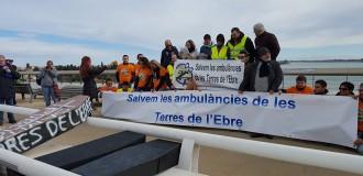 Unes 250 persones es manifesten contra les retallades en ambulàncies