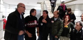 Els sindicats ocupen la Delegació del Govern a Lleida per defensar la recuperació dels drets salarials