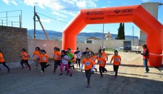 Uns 200 nens i nenes participen al cros escolar d'Isona