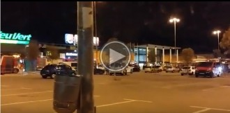 VÍDEO Una explosió causa un fort ensurt en un centre comercial de Terrassa