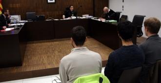 Els tres joves del Vendrell proclamen la seva innocència el primer dia de judici