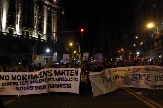 Més d'un miler de persones clama contra la violència masclista a Barcelona