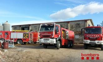 Un incendi crema una granja amb 10.000 pollets, un habitatge i dos magatzems a Lleida