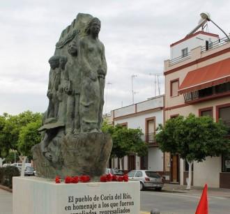 Un poble andalús retira de matinada un monument dedicat a les víctimes del franquisme