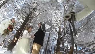 Això és el que passa quan deixes que la gossa gravi el vídeo del teu casament