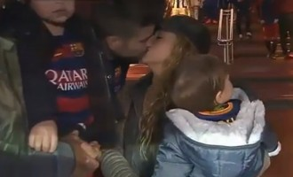Vés a: Shakira acompanya Piqué al túnel de vestidors per celebrar el seu partit 200 amb el Barça