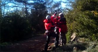 Els Bombers accedeixen a la Febró amb l'helicòpter per salvar un excursionista