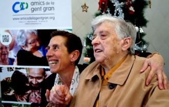 Crida a fer companyia a la gent gran per Nadal