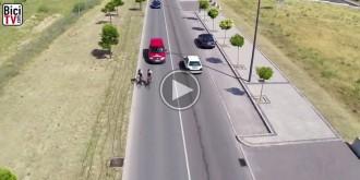 Es pot trepitjar la línia contínua quan s'avança un ciclista?