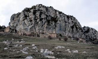 El xeic àrab desisteix i posa a la venda el poble abandonat de Peguera, al Berguedà