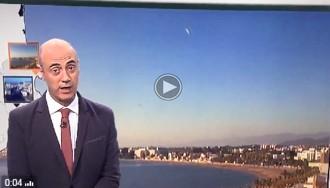 VÍDEO Dos bòlids il·luminen el cel de Roses mentre Tomàs Molina fa «El temps»
