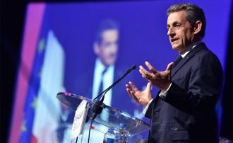Vés a: Sarkozy es proposa tornar a l'Elisi escombrant més a la dreta