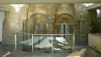 S'inaugura la restauració del finestral romànic del campanar de la Catedral de Solsona