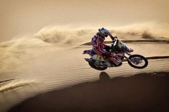 Laia Sanz, Gerard Farrés i Nani Roma escalen posicions a les dunes del Dakar