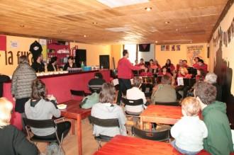 El Casal La Fura celebra els deu anys a ritme de la música tradicional