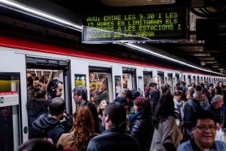 Vés a: Els treballadors del metro rebutgen el preacord amb TMB i tornaran les vagues