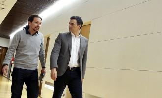 Vés a: Pablo Iglesias manté el referèndum davant de Pedro Sánchez