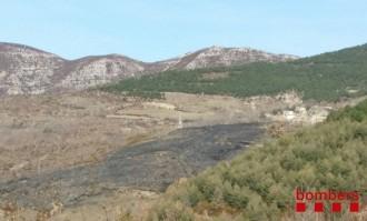 Un incendi forestal crema 3,5 hectàrees a l'Espluga de Serra, a Tremp