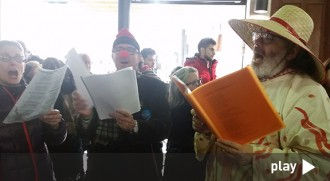 El Cantaval omple els carrers del centre de la ciutat de música, sàtira i rauxa