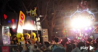 La guerra de confeti acomiada un cap de setmana de Carnaval i festa a Reus