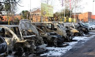 Vés a: Un incendi calcina deu vehicles estacionats a Esplugues de Llobregat