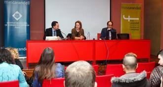L'artista reusenca Alba Sotorra, premi Gaudí, en una trobada a Mas Carandell
