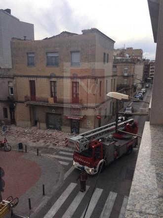 El vent provoca l'esfondrament de la teulada d'una casa al centre de Sabadell