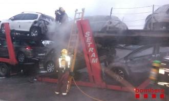 Crema un camió en una àrea de descans de l'AP-7, a l'altura de Vilobí d'Onyar
