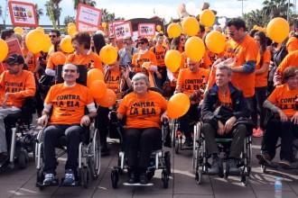 Una marxa solidària recorre Barcelona per l'ELA