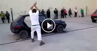 Talla un cotxe amb una destral en tres minuts: el concurs basc que arrasa a Youtube