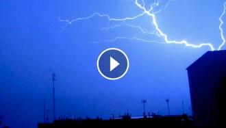 VÍDEO Una intensa tempesta deixa calamarsa i llampegades al Vallès