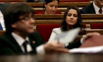 Vés a:  Arrimadas retreu a Puigdemont que «torni a la casella de sortida» amb el referèndum vinculant