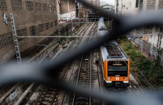 Vés a: El primer tren de Reus cap a Barcelona queda aturat a Tarragona