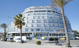 Vés a: Un fons d'inversió compra l'empresa propietària de l'Hotel Terramar de Sitges