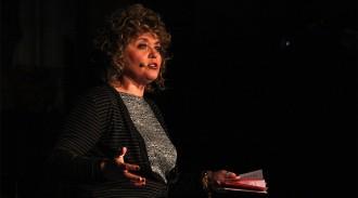 Vés a: La poetessa Dolors Miquel diu que no va escollir la versió del Pare Nostre sexual