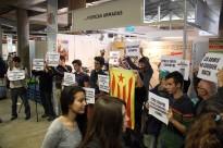 Protesta contra la presència de l'exèrcit a la fira d'ensenyament ExpoJove de Girona