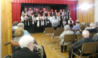 La Coral Sant Jordi de Solsona canta a l'Hospital Pere Màrtir Colomés